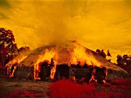 Claudia Andujar Maloca en llamas
