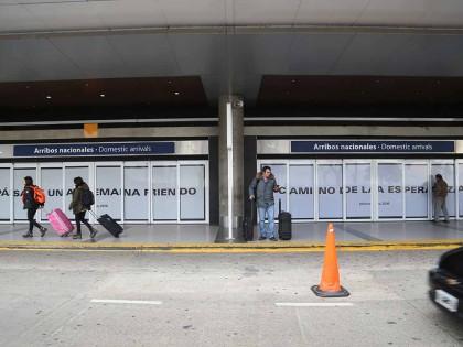 Yoko Ono. Instrucciones instaladas en el Aeroparque de Buenos Aires.